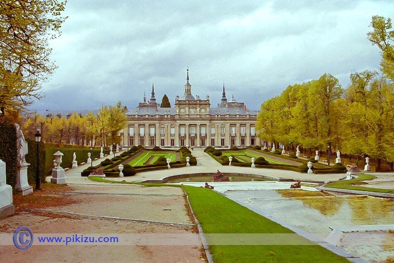 Palacio real de la granja de san ildefonso segovia pikizu for Jardines san ildefonso