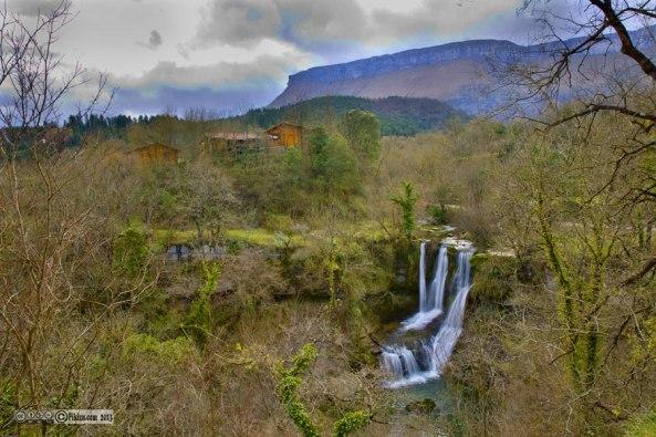 Cascada de Peñaladros en su entorno natural